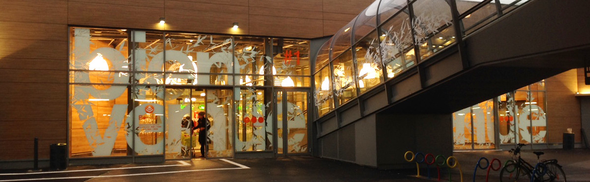 Osmoze - Atelier d'Art mural > marquage design façade géante vitrophanie sas entrée