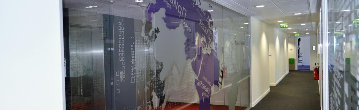 Osmoze - Atelier d'Art mural > Décoration vitrophanie ascenseur couloir