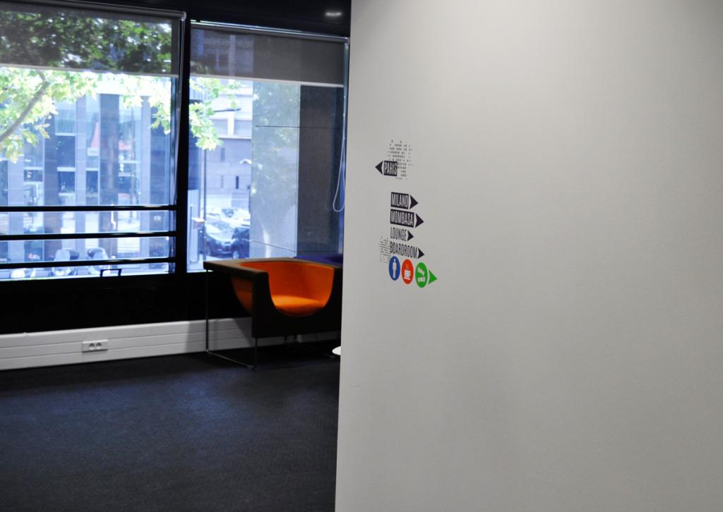 Osmoze atelier dart mural décoration signalétique intérieure couloir pictogramme