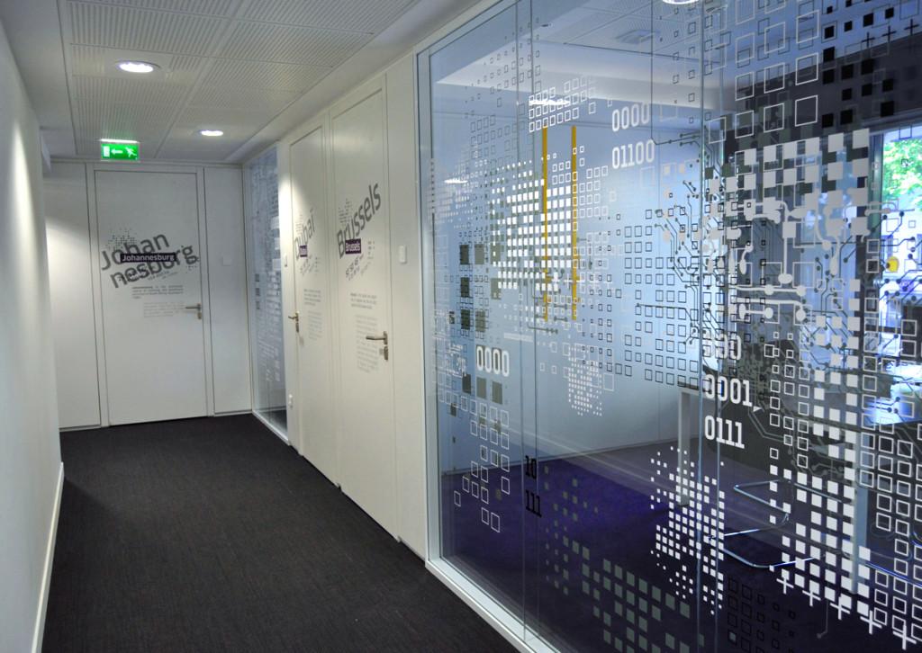 Osmoze atelier dart mural décoration signalétique portes vitres couloir