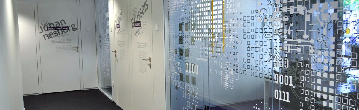 Osmoze - Atelier d'Art mural > décoration signalétique portes, vitres, couloir