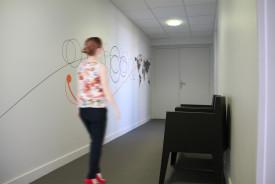 centre relation presse. decoration signaletique couloir espace pause. decor et design mural