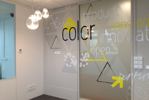 decoration>stickers>triangle>typographie