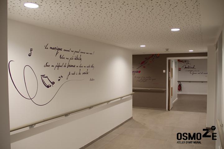 Oeuvre murale 163 un paon d 39 criture s 39 invite l 39 ehpad - Decoration interieur couloir ...