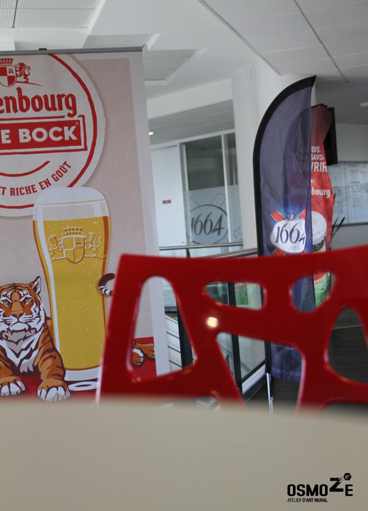 Décor Mural Kronenbourg Cafétéria > Vitrophanie PMR Logo dépoli du groupe > Impression Découpe Adhésif