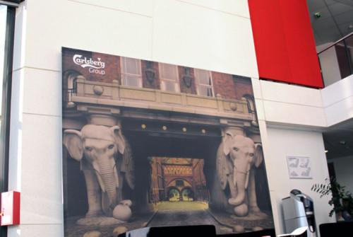 Décor Mural Kronenbourg Siège social > Hall Accueil > Impression Découpe Adhésif