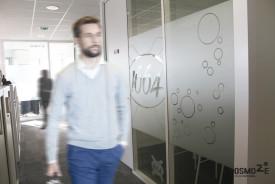 Décor Mural Kronenbourg Siège social > Vitrophanie PMR Logo dépoli du groupe > Impression Découpe Adhésif