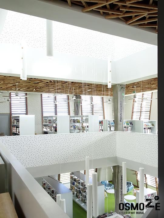 Décoration murale et signalétique contemporaine>Médiathèque Saint-Joseph>Ile de la Réunion>Escalier>Design