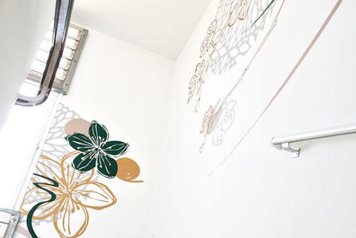 Décoration murale et signalétique artistique > Décoration et Signalétique Murale Contemporaine > Végétale > Ehpad Le Verger > Escalier