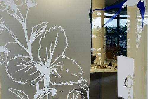 Décoration murale et signalétique artistique > Décoration murale > centre de dialyse> Calydial> vitrophanie