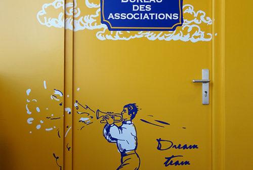 Décoration murale et signalétique artistique > Signalétique décorative > Décoration et Signalétique Murale Contemporaine > Vintage > IUT Sénart > Couloir
