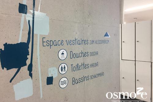 Décoration murale et signalétique artistique > Signalétique décorative > Décoration et Signalétique Murale Moderne > Art Contemporain > Piscine Ferrette > Vestiaires