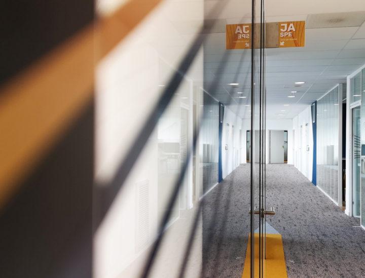 Vitrophanie de bureaux > Crédit mutuel Lille