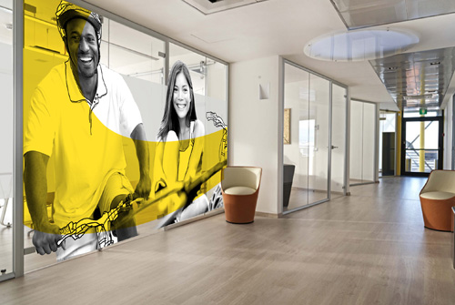 une vitrophanie originale dynamique pour des cloisons. Black Bedroom Furniture Sets. Home Design Ideas