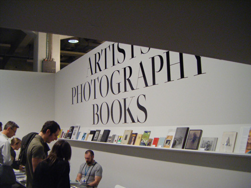 adhesif>scenographie>typographie