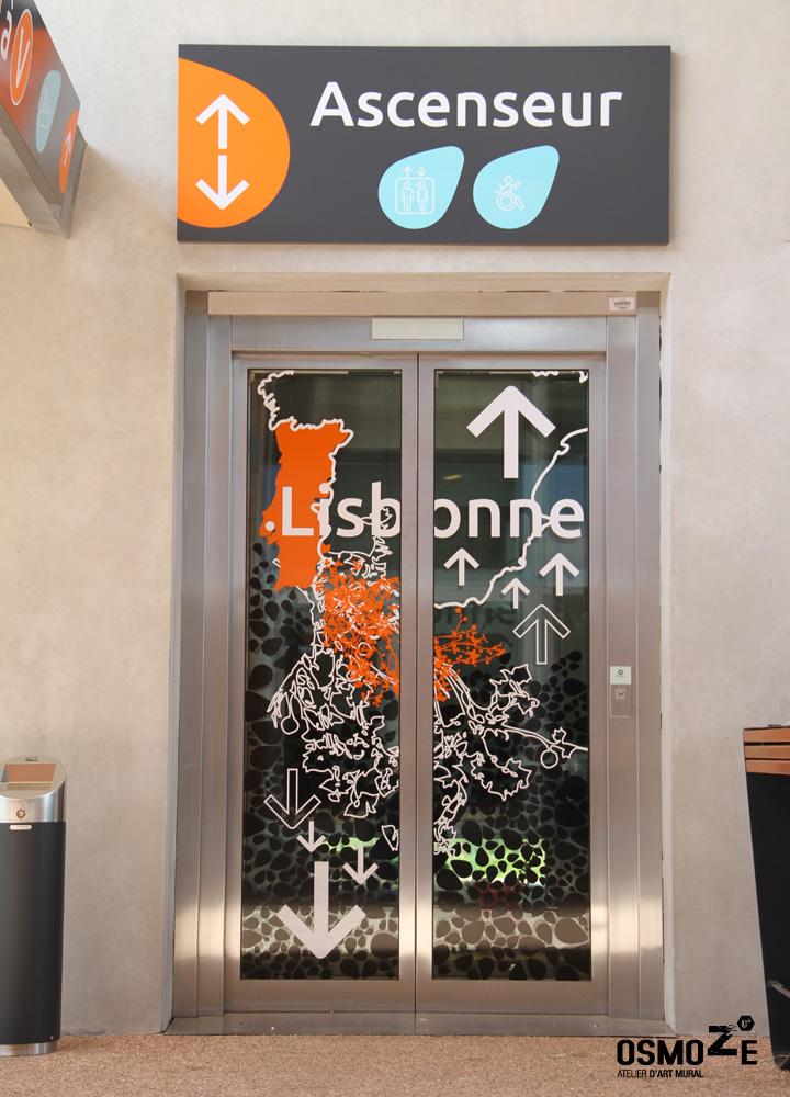Décoration Vitrophanie > Façade Ascenseur > Galerie Commerciale Mont Saint Martin