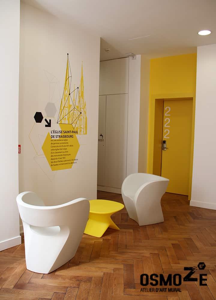 Décoration murale et signalétique artistique > Signalétique décorative > Décoration murale historique et design > Couloir > CROUS Strasbourg > Résidence étudiante