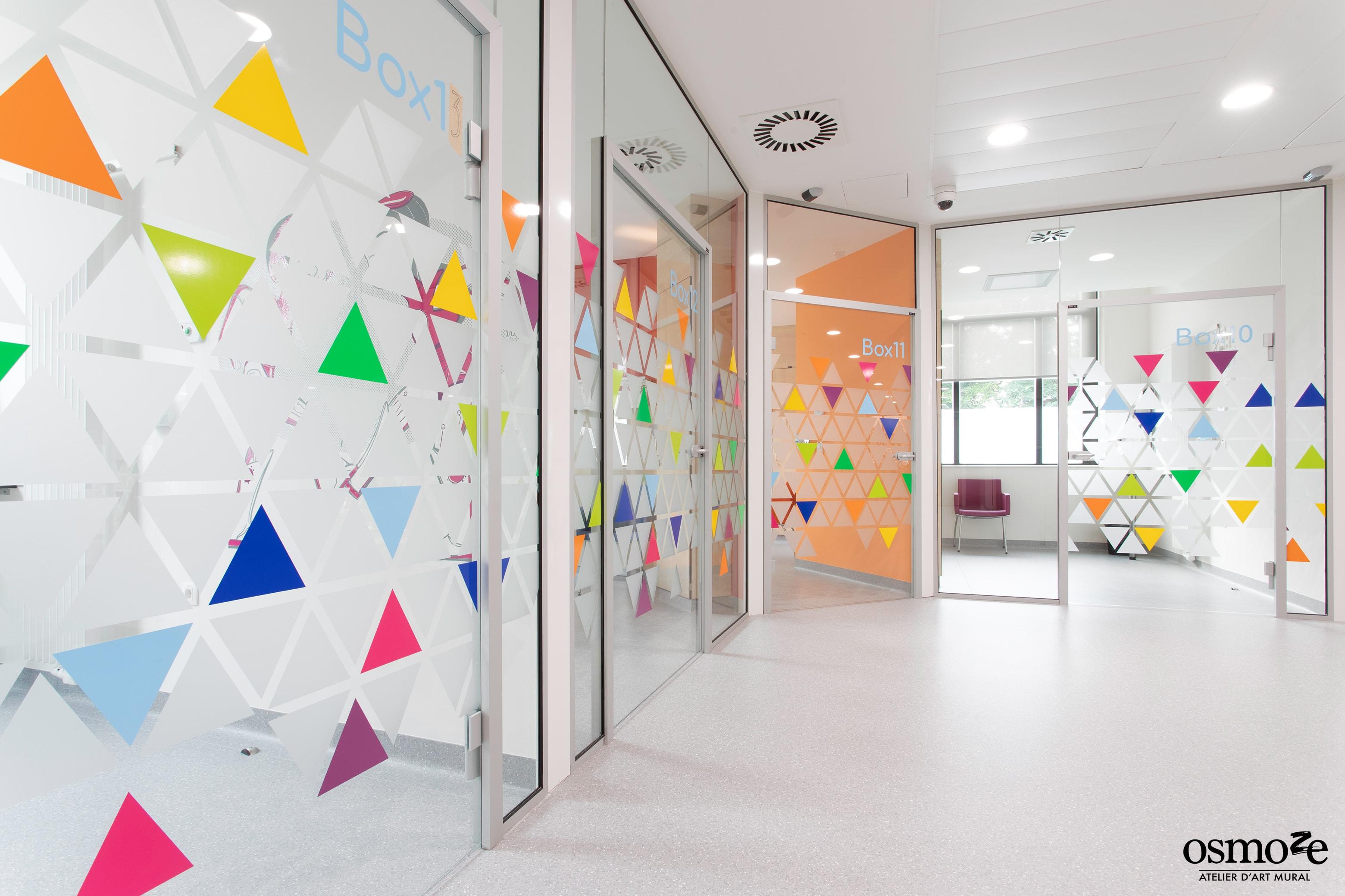 Vitrophanie dynamique et storytelling à l'hôpital d'enfant HUDERF