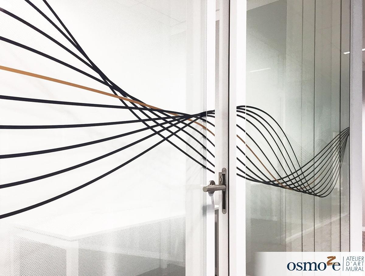 Vitrophanies artistiques en horizontalité et signalétique décorative pour le Crédit-Mutuel à Lille