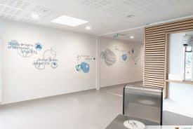 Signalétique artistique, décoration murale et vitrophanie pour la piscine de Tagolsheim – MULHOUSE (68)